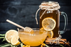 the composition of tea with lemon and honey
