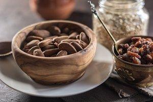Almond with raisins