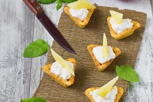 canape with cottage cheese and mango