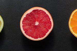Half cut citrus fruits arranged