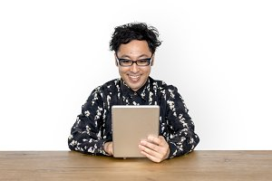 Asian Man Use Tablet (PNG)