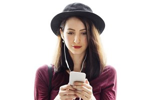Woman using smartphone (PNG)