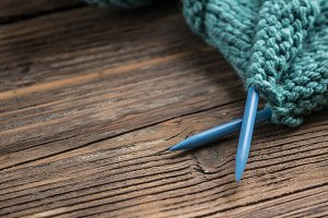 Woollen thread and knitting needle