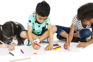 Little Children Draw Together (PNG)