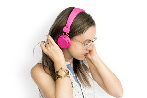 Young Woman Listening Music (PNG)