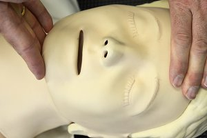 Resuscitation training on dummy