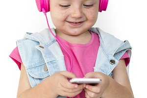 Little Girl Listen Music (PNG)