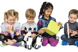 Little Children Reading Books (PNG)
