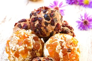 balls dried fruits