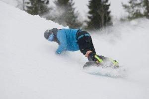 Descent snowboarder.