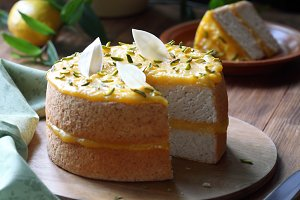 Angel Food Cake with Lemon Curd