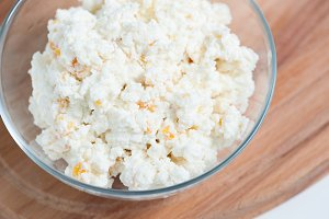 Cottage cheese with dried apricots