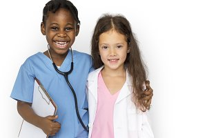 Little girls with doctor (PNG)