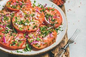 Tomato, parsley and onion salad