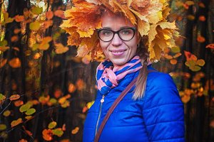 Beauty woman at autumn park
