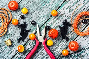 Making jewelery for Halloween