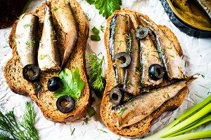 Sandwich with sardines