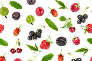 Seamless pattern of ripe berries