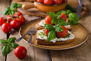 Bread cheese spread baked tomato