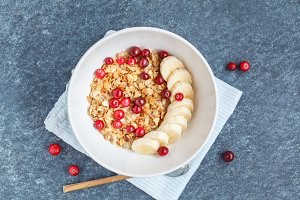 Muesli with banana and berries