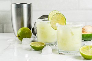 Avocado and lime margarita