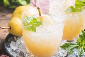 Pear Juice with fresh fruits