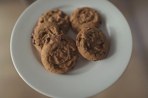 Close-up of chocolate chip cookie in a plate on wooden table