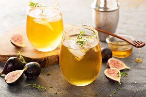 Fall refreshing cocktail with fig, honey and thyme