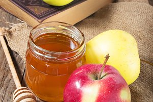 Rosh Hashana, honey with apple