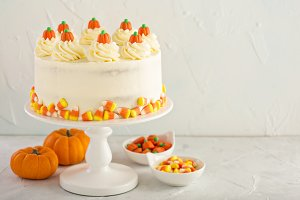 Pumpkin spice layered cake with cream cheese frosting