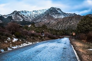 Road mountains. Winter