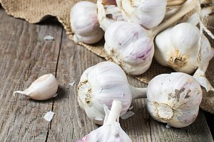 Raw fresh garlic in wooden backgroun