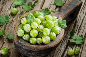 Gooseberries in the wooden