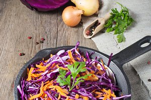 Red cabbage with carrot in pan
