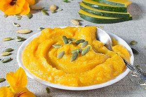 Pumpkin porridge in flax napkin