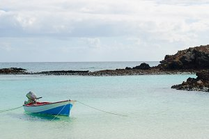 The turquoise waters of Isla de Lobo