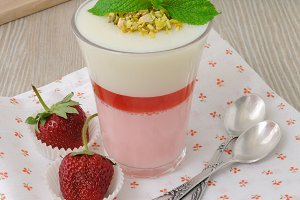 Strawberry yogurt dessert