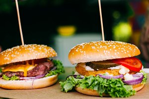 Hamburgers with vegetables and salad