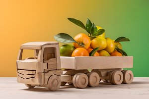 Toy truck with citrus fruit.