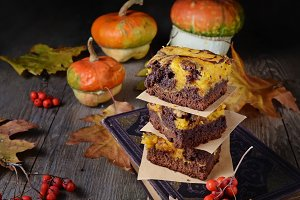 Pumpkin and chocolate cake brownies