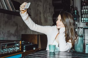 the girl makes selfie photo