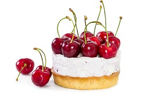 Cheesecake with fresh sweet cherries