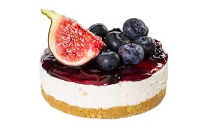 Cheesecake with figs and blueberries