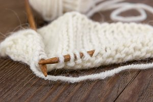 Knitting pattern of white yarn