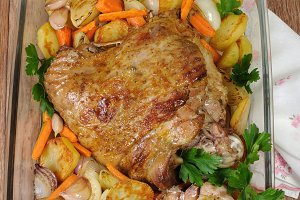 Turkey thigh baked with vegetables