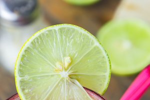 Lemon slices add sweet taste