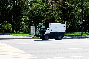Street sweeper for cleaning