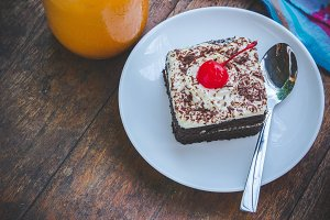 chocolate cherry cake dessert