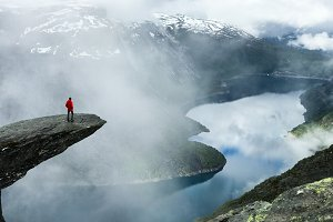 Man stand at the end of Trolltunga