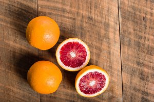 Blood oranges with one cut